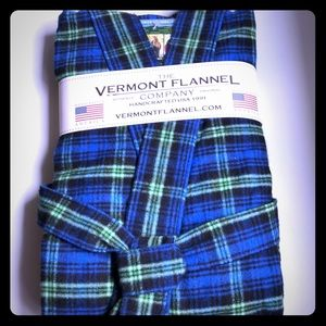 NWT** Vermont Flannel Company Robe